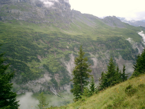 Der Höhenweg an der Nordseite des Gantal